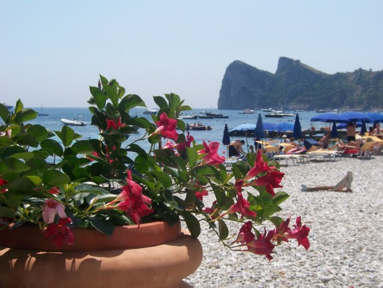 Romantic Beaches on the Amalfi Coast for Honeymoon