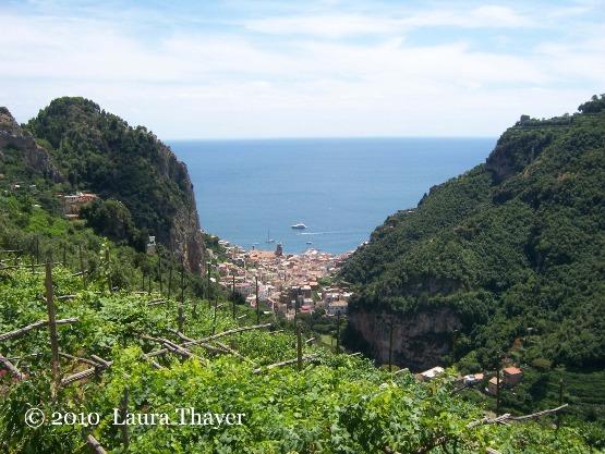 Uno stupendo panorama della città di Amalfi