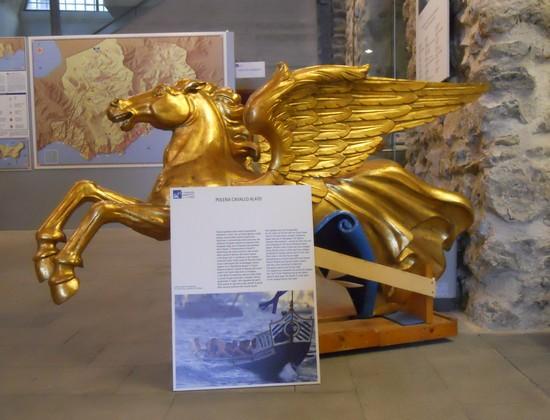 Mast for historical regatta in Amalfi