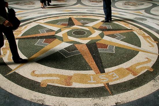 Pavimento in marmo della Galleria Umberto I