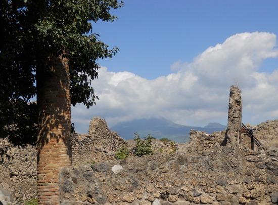 Pictures of Mt Vesuvius from Pompeii