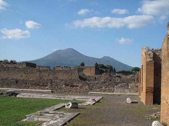 Il Vesuvio è un'icona, un mito e al contempo uno dei vulcani più pericolosi al mondo