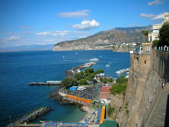 Sommerurlaub in Sorrent: Strand, Sonne, Limonade und Limoncello