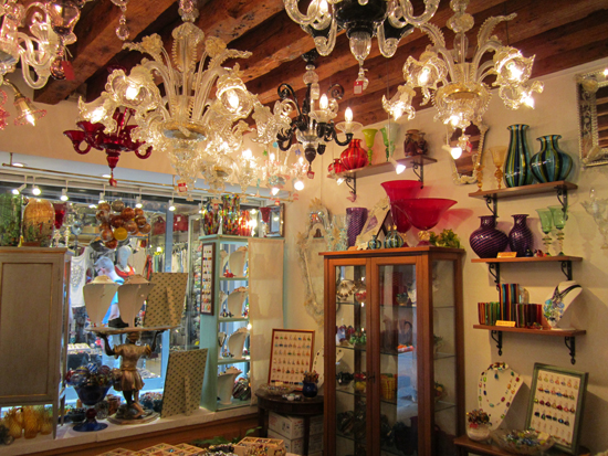 Lovely chandeliers, home goods and jewelry made with Murano glass at Atmosfera Veneziana, Photo credit: Leslie Rosa