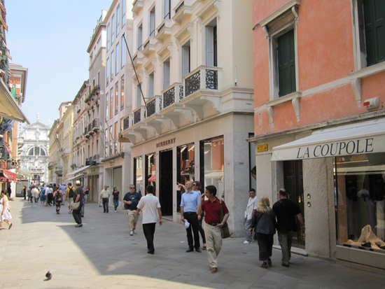 Fifth Avenue of Venice: Calle Larga XXII Marzo in San Marco, Photo credit: Leslie Rosa