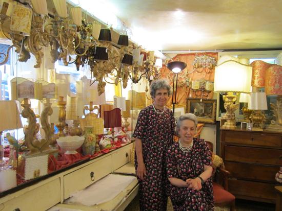 Rita e  Rosa,le sorelle Greco, nel loro negozio di articoli per la casa, Photo credit: Leslie Rosa
