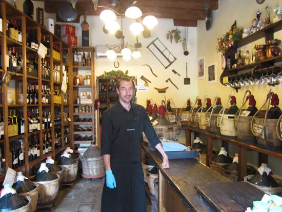 Manuel, proprietario di  Al Canton Del Vin in Castello. Photo credit: Leslie Rosa