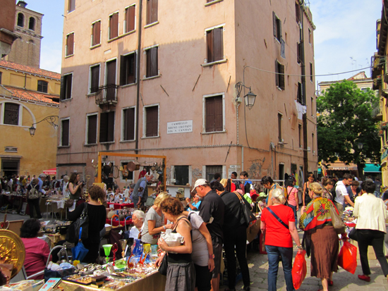 Antiques Market in Campo Santa Maria Nuova, Photo credit: Leslie Rosa
