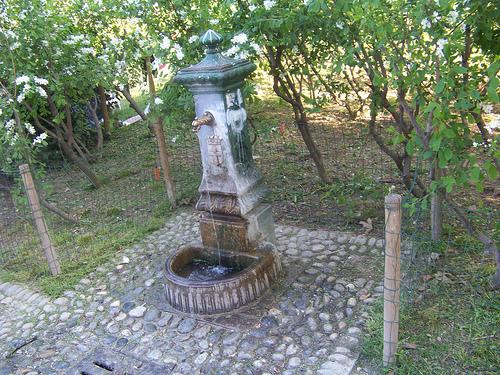 Sommer in Mailand: Brunnen