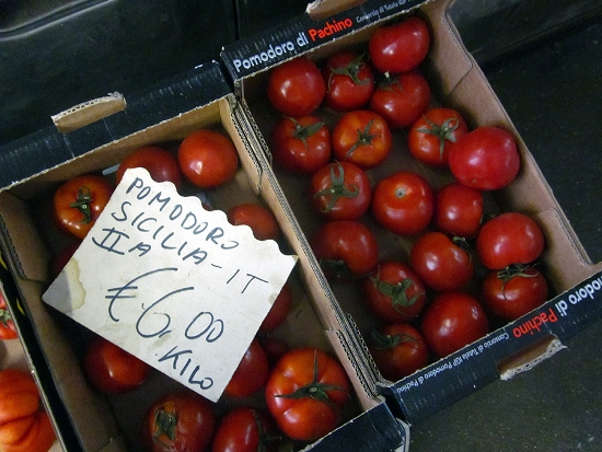 Italian tomatos - The best foods in Italy by Adam